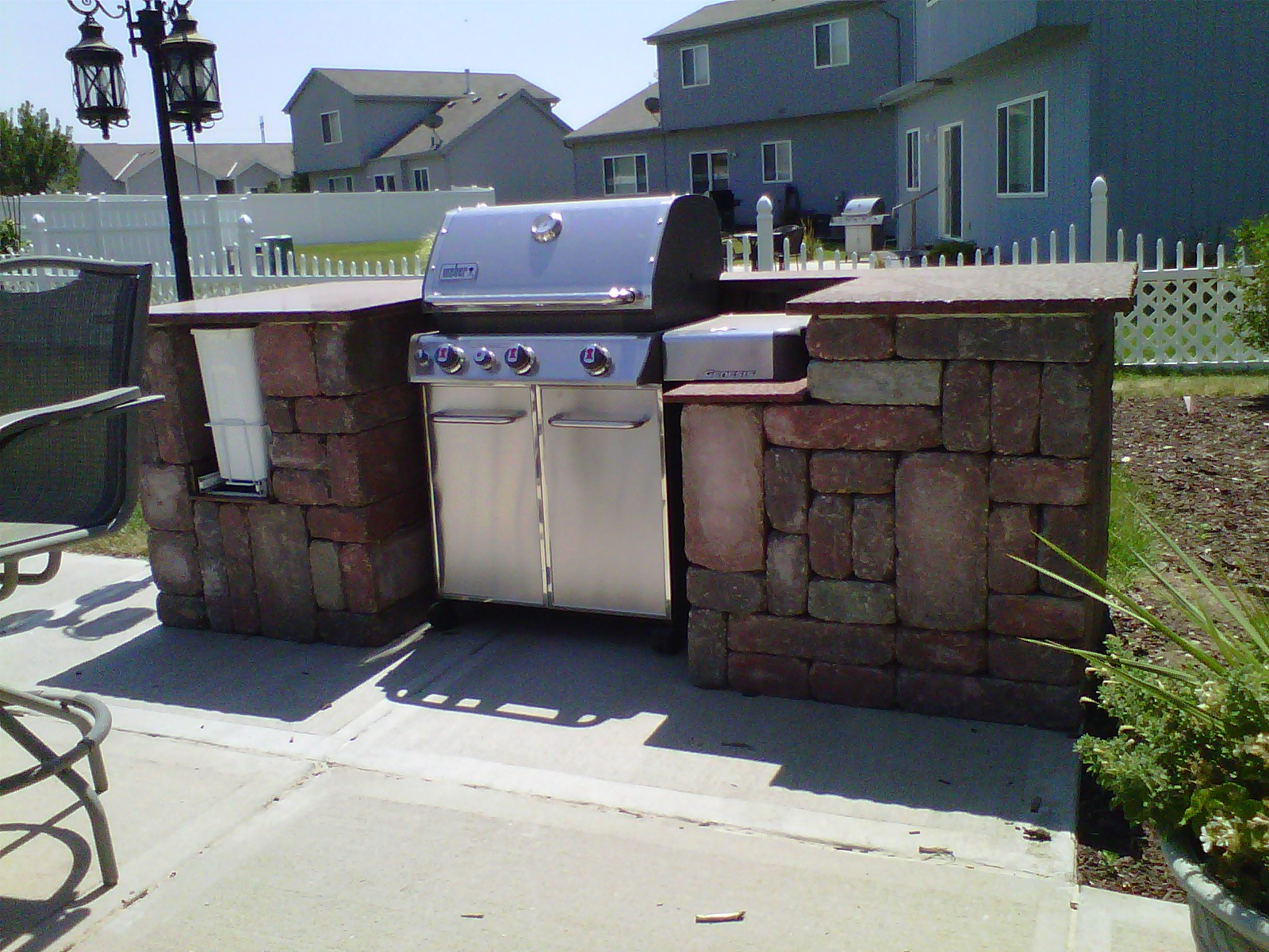 Outdoor-kitchen-counters-grill-granite